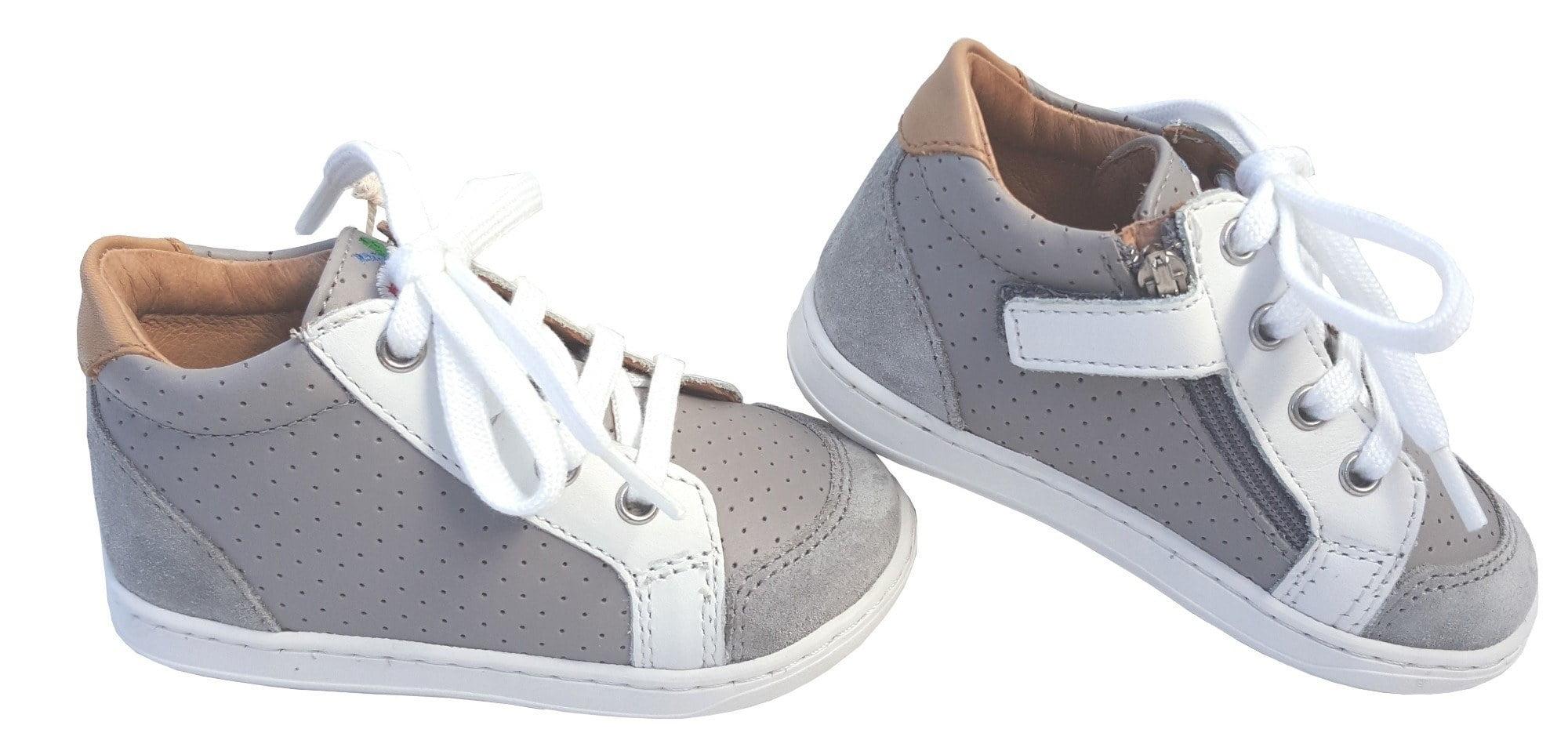 Bouba Zip Box by Shoo Pom un premiers pas en cuir gris et blanc à lacets et 1 zip