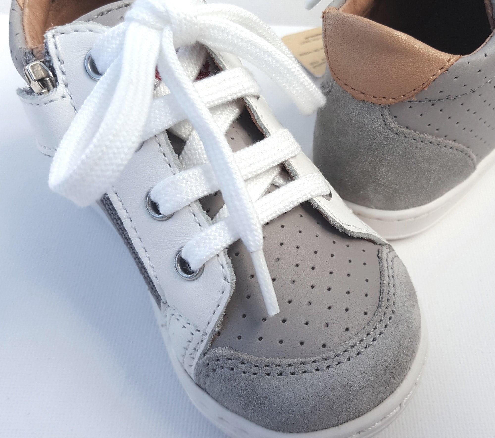 Bouba Zip Box la petite Shoo Pom pour les premiers pas en cuir gris et blanc
