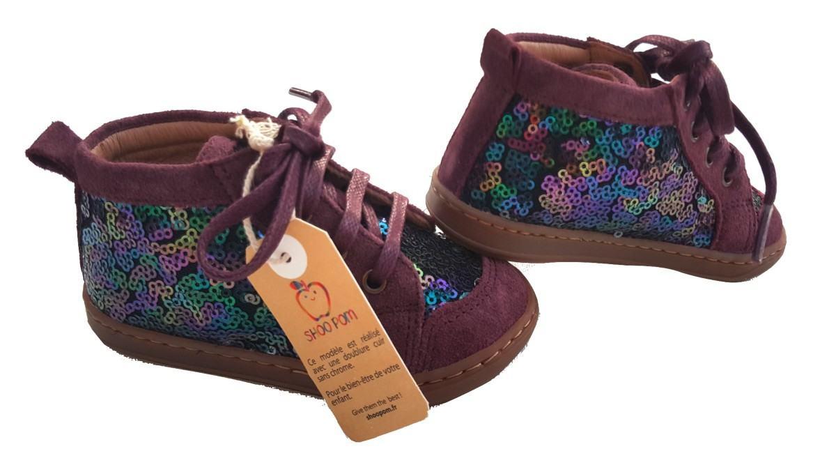 Botillon premiers pas en cuir velours berry avec sequins multi, la New Cover à laceys by Shoo Pom