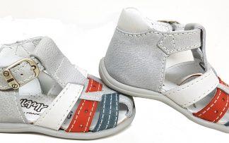 Bellamy, nu-pied fermé Stefan en cuir  gris clair, blanc cassé, bleu et rouge à boucle pour premiers pas