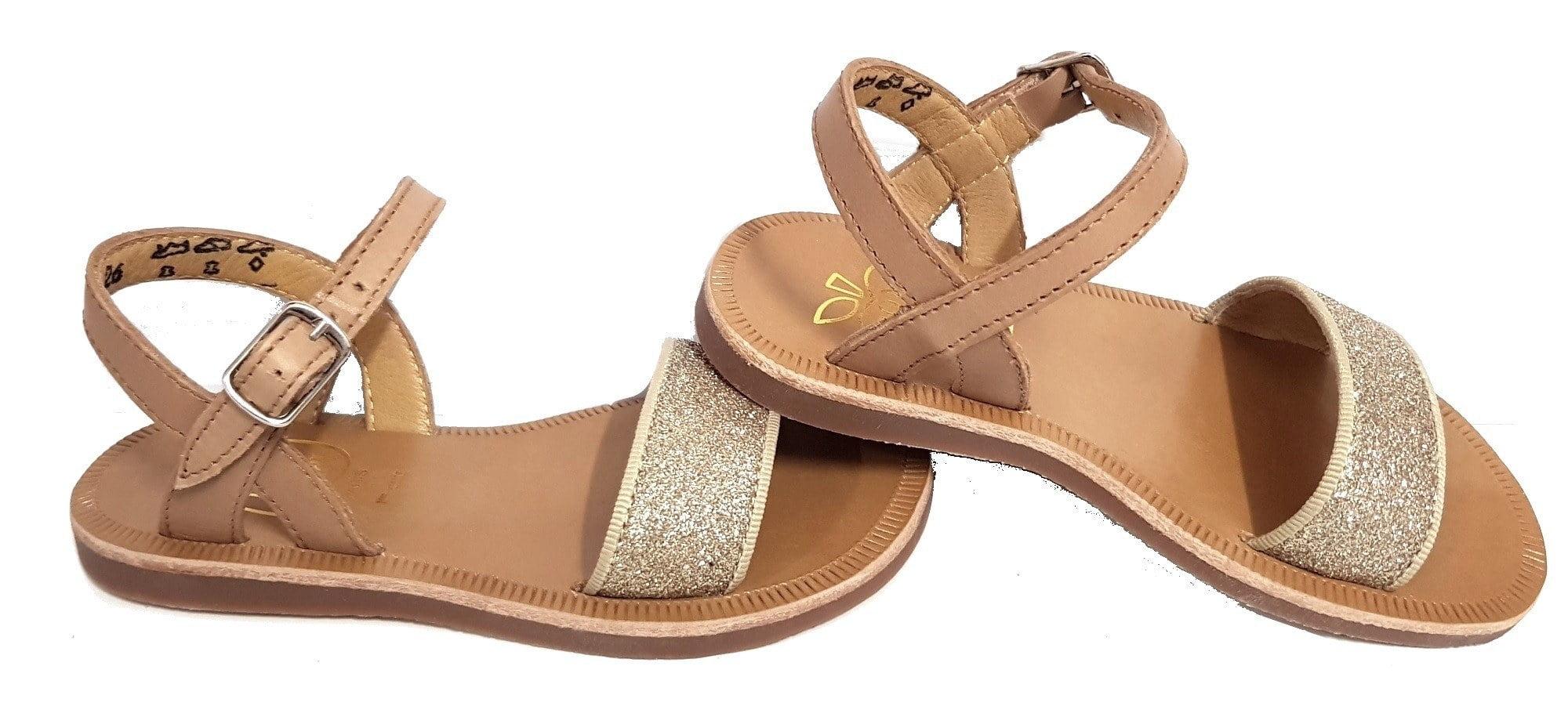 Un mix de cuir camel et irisé glitter pour la sandale Plagette Bucle Tao fermée par 1 bride à boucle