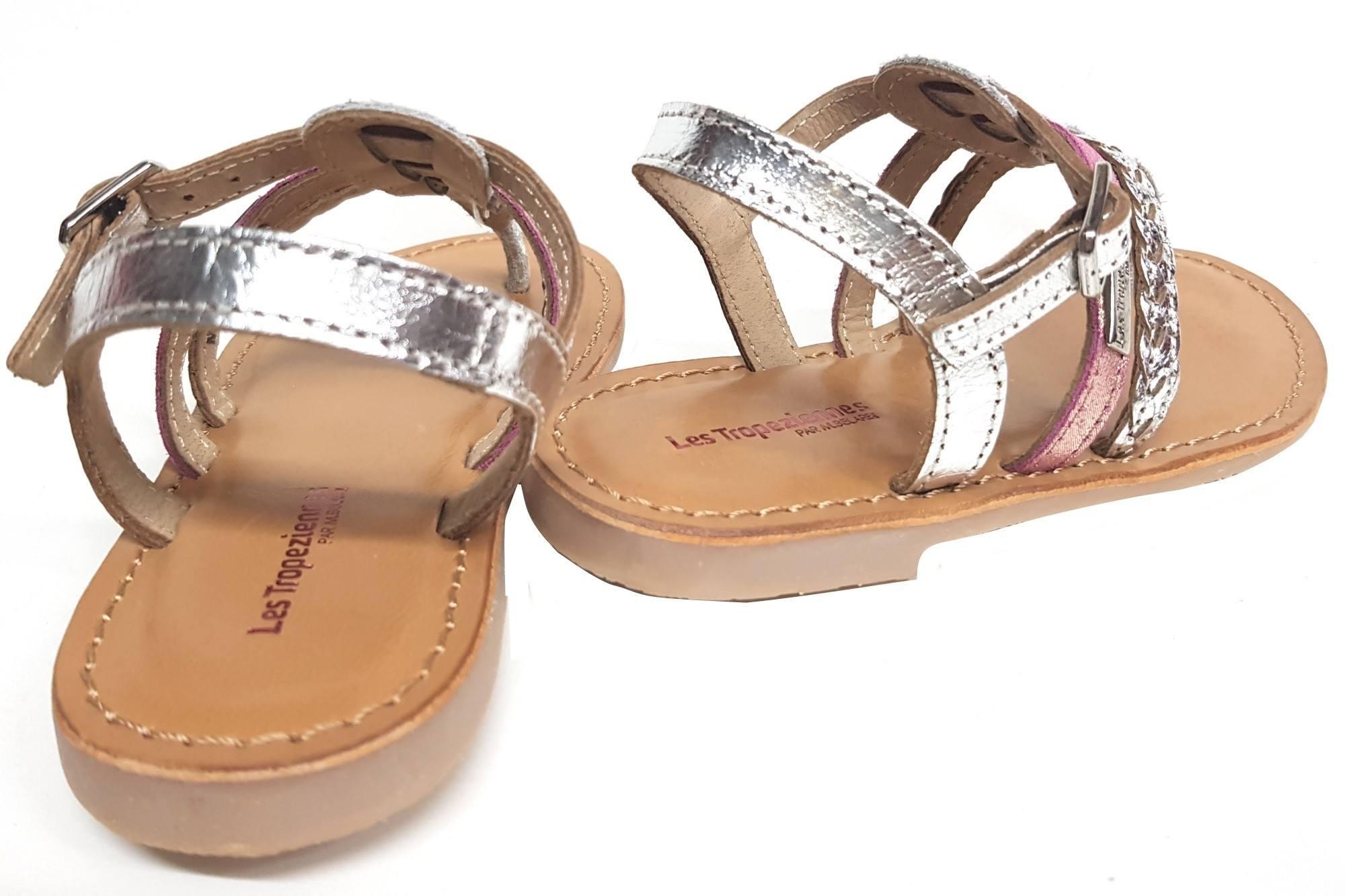 Les Tropéziennes, une sandale entre doigts en cuir argent et 1 lanière glitter rose fermée par 1 bride à boucle, Barmientre doigt Barmi à bride à boucle
