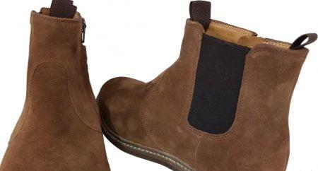 une boots mixte pour junior, la Brother Jodzip en cuir velours camel avec élastique sur le côté extérieur et 1 zip