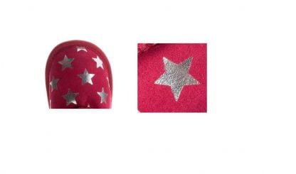 Toddle Starry, botte pour bébé en daim et fourrée avec de la aline mérinos. Modèle fuschia imprimé d'étoiles argents.