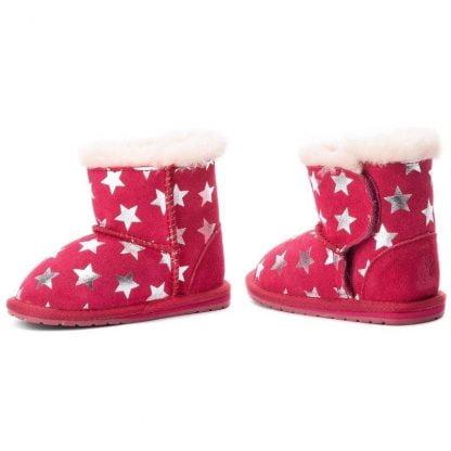 botte en daim fourrée de laine mérinos. Sa couleur fuschia est illuminé par des étoiles argents. Modèle toddle Starry signé Emu
