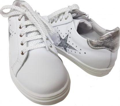 basket ilar de Bellamy en cuir blanc et 1 étoile argent, modèle tige basse à lacets et 1 zip