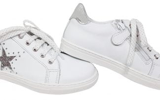 basket Bellamy en cuir blanc et étoile argent ainsi que le col en métal argent, modèle ilar à lacets et 1 zip