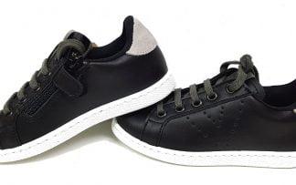 un cuir noir et son col nubuck gris à lacets et 1 zip pour la basket enfant signée victoria