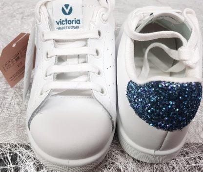 un cuir blanc et son col glitter marine pour la basket 125104 signée Victoria à lacets