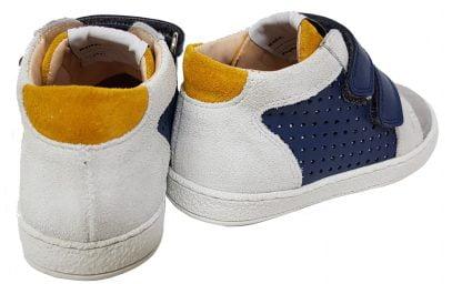 une chaussure pour enfant Mousse Dop en cuir marine et velours gris, chaussure premiers pas fermé par 2 velcros