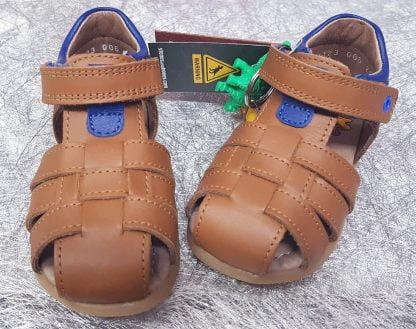chaussure enfant pour premiees pas en cuir cognac et bleu, saro un nu-pied fermé avec 1 bride à velcro