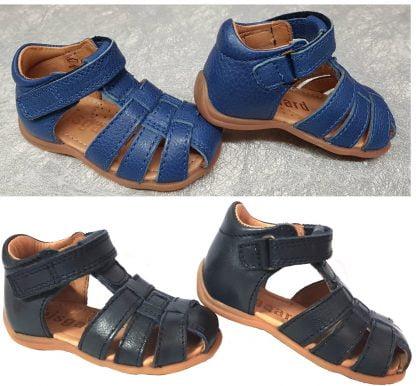 nu-pied en cuir bleu ou marine pour enfant de Bisgaard, modèle à bout protégé pour les premiers pas de bébé fermé par 1 bride à velcro