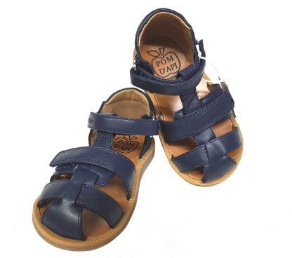 Pom d'Api, nu-pied en cuir pour garçon avec contrefort arrière et fermé par 2 velcros, modèle Poppy Boy pour les premiers pas