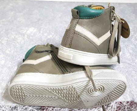 chaussure enfant à lacets en cuir gris et empiècements verts jolilment décoré d'une étoile noire, modèle Bisgaard à lacets et 1 zip