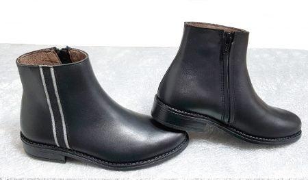 Soho, une bottine pour enfant en cuir noir joliment décorée d'une patte cuir velours irisé noir et glitter argent, modèle Bellamy fermé par 1 zip