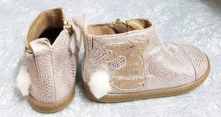 ravissante bottine en cuir imprimé python doté d'un joli lapin pailleté or et d'un pompon fourrure blanche, chaussure pour premiers pas Bouba pimpin de Shoo Pom fermé par 1 zip