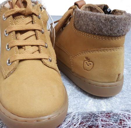un cuir huilé d'une jolie couleur pin pour la Play Desert Fur de Shoo Pom, modèle pour garçon à lacets et 1 zip