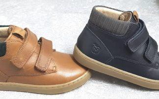 Shoo Pom, chaussure mi-montante pour enfant en cuir marine ou camel et fermé par 2 velcros, Play Desert Scratch