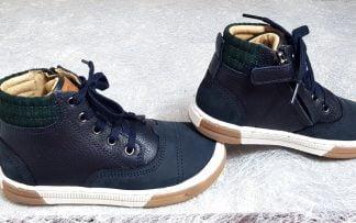 une mixité de cuir grainé et velours pour la sneaker garçon marine, chaussure pour enfant de Shoo Pom à lacets et 1 zip