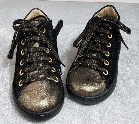 un cuir velours noir irisé or doté d'empiècements glitter or pour la Play Heart de Shoo Pom, modèle pour fille à lacets et 1 zip
