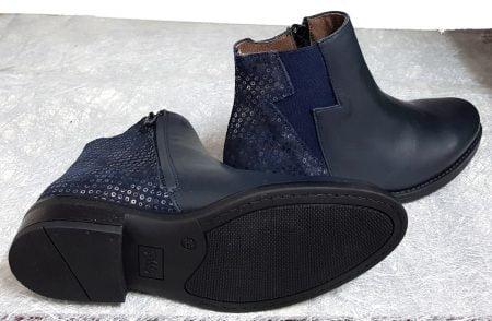 Senlis, boots fille Bellamy en cuir lisse marine doté de sequins sur la tige arrière et un élasique d'aisance en forme d'éclair, modèle fermé par 1 zip