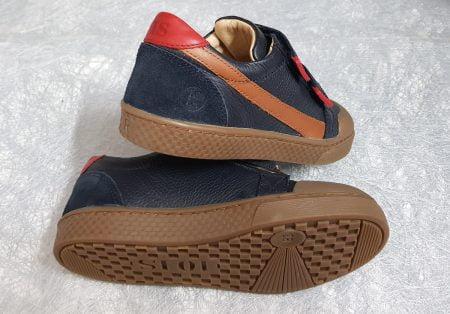 basket tige basse en cuir marine et empiècements rouge et cognac, modèle ten win clay fermé par 2 velcros
