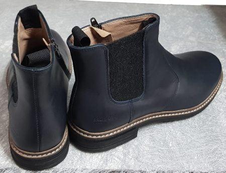 pour les juniors une boots cuir marine doté d'un élastique d'aisance sur le côté, modèle Brother Jodzip de Pom d'Api fermé par 1 zip