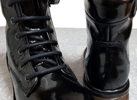 une bottine enfant en cuir vernis noir, un style dock à lacets et 1 zip pour le modèle Wef de Nörvik
