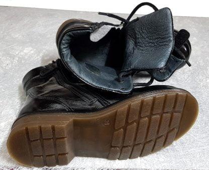 un cuir vernis noire pour le bottillon enfant et junior Wef de Nörvik à lacets et 1 zip