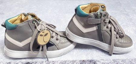 basket haute pour enfant Isak en cuir gris et vert, un modèle Bisgaard fermé par 1 lacets et 1 zip