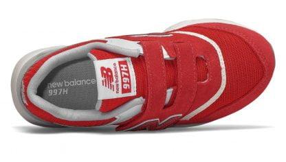 IZ997, une basket enfant rouge fermée par 1 velcro, modèle New Balance