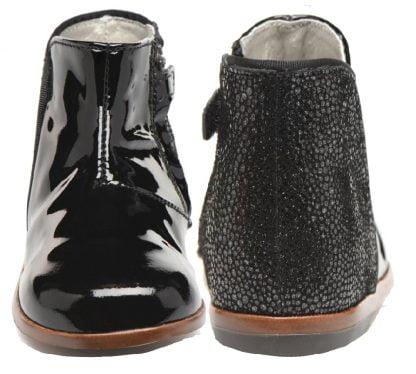 Clotilde, une bottine enfant pour premiers pas de Little Mary en cuir vernis noir et contrefort imprimé, modèle fermé par 1 zip