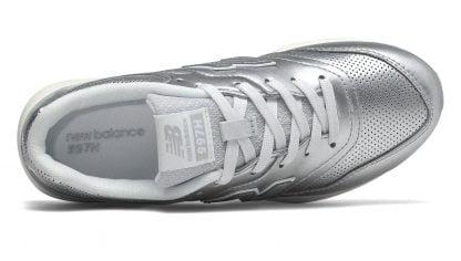 une basket profilée pour les demoiselles en cuir argent, modèle GR997 de new balance à lacets