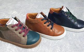 3 couleurs au choix pour les sneakers premiers pas Mousse Zip Lace camel et rouge, chocolat,bleu et bordeaux ou marine et camel, modèle pom d'Api à lacets et 1 zip
