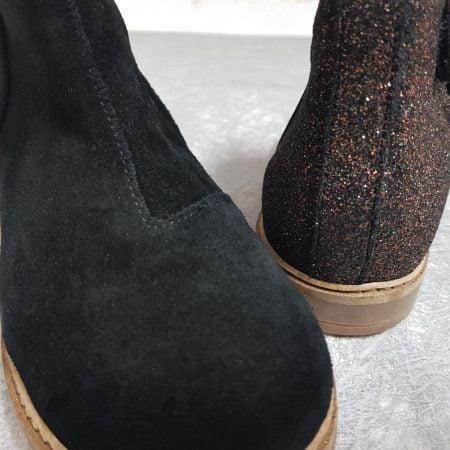 bottine en cuir velours noir et pailleté sur le talon la Rétro Back de Pom d'Api fermé par 1 zip