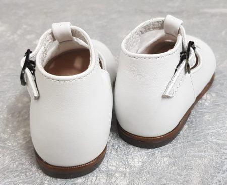 un cuir blanc pour le, premiers pas Max de Little Mary avec 1 bride à boucle