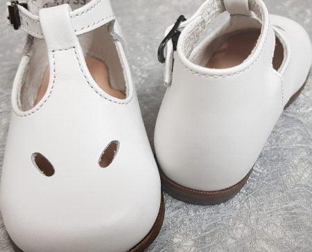 botttillon mixte style salomé pour premiers pas en cuir blanc avec 1 bride à boucle, modèle Max de Little Mary