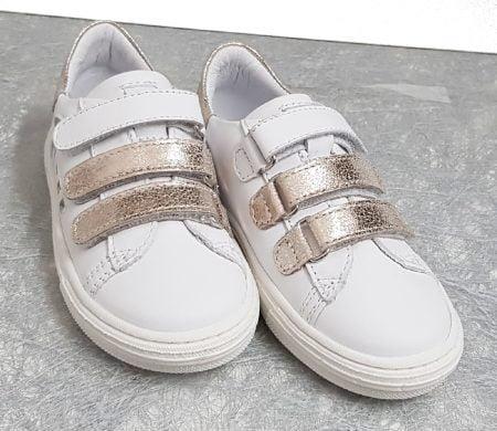 une basket enfant en cuir blanc Melany et empiècements cuir platine, modèle Melany fermé par 1 lacet et 1 zip