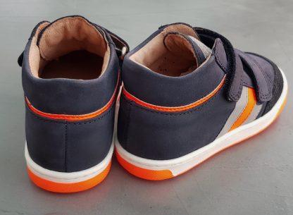 un trio de couleur marine, gris et orange pour le bottillon Oops Usa fermé par 2 velcros, modèle pour premiers pas Shoo Pom