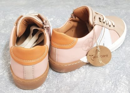 Sena est une basket cuir aux tons pastels rose, taupe t abricot, un modèle Bisgaard pour enfant à lacets et 1 zip