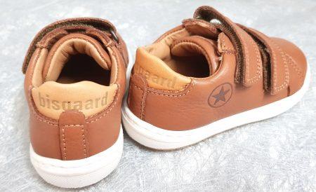 chaussure enfant style basket en cuir lisse cognac fermée par 2 velcros, modèles Thora de Bisgaard