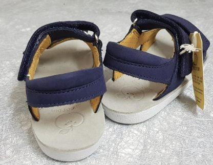 un cuir nubuck habille la sandale enfant Goa Boy Scratch de Shoo Pom, modèle à semelle anatomique et fermé par 2 velcros