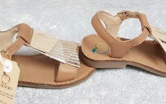 nu-pied Happy Falls en cuir lisse joliment décoré de franges, modèle Shoo Pom fermé par 1 bride à boucle