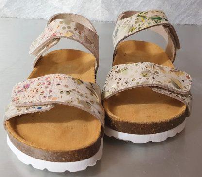 une semelle anatomique, 1 bride à velcro sur la cheville et sur l'avant du pied pour Malibu, modèle nu-pied pour enfant de Bellamy en cuir beige imprimé floral
