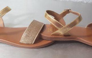 Sandale Pom d'Api en cuir métallisé or et sa large bande glitter , Plagette Buckle Tao à boucle
