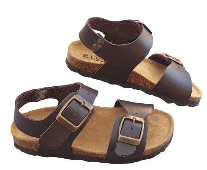 Sandale pour garçon doté d'une semelle anatomique. Nu-pied Zap de Nörvik fermé par 1 bride à boucle et d'une lanière ajustable à boucle sur l'avant du pied