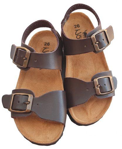 Un cuir marron pour la sandale garçon Zap doté d'une semelle anatomique. Un nu-pied fermé par 1 bride à boucle et une lanière réglable sur l'avant