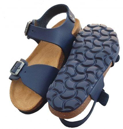 Zap, une sandale en cuir marine fermée par 1 bride à boucle et dotée d'une lanière réglable sur l'avant. Un nu-pied signé Nörvik à semelle anatomique en cuir