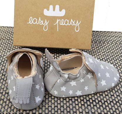 Easy Peasy Blublu Nuit en cuir Gris et étoiles blanches, un chausson pré-marche doté d'une semelle antidérapante pour bébé