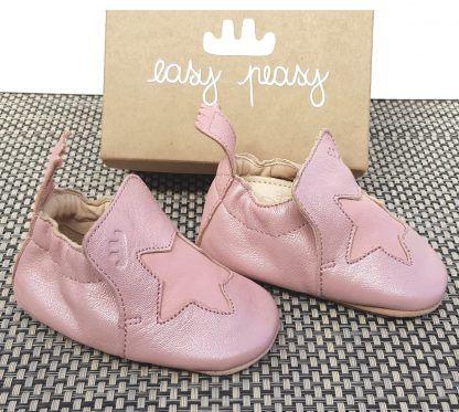 Blublu Etoile en cuir tannage végétal et colle à l'au de couleur rose baba et étoile rose avec une semelle antidérapante. Un chausson bébé signé Easy Peasy